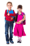 逗人喜爱的矮小的女小学生和男小学生 免版税库存照片