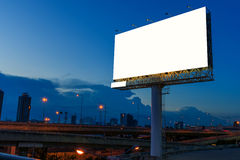 在暮色时刻的空白的广告牌的广告 库存图片