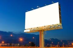 在暮色时刻的空白的广告牌的广告 免版税库存照片