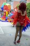 彩虹的扮装皇后穿戴同性恋自豪日游行 免版税库存图片
