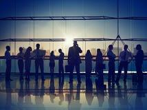 Корпоративных коммуникаций бизнесмены концепции вызывая офиса Стоковые Фотографии RF