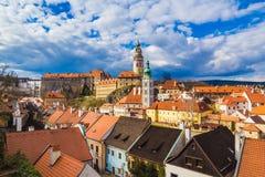 与剧烈的风雨如磐的天空,捷克的捷克克鲁姆洛夫城堡 图库摄影