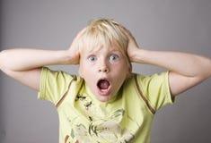 детеныши портрета мальчика крича Стоковое Изображение RF