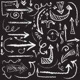 传染媒介手拉的艺术性的白垩箭头集合 免版税库存图片