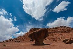 平衡的岩石利斯轮渡可可尼诺县亚利桑那 免版税库存照片