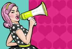 有扩音机的流行艺术女孩 有扩音器的妇女 宣布的女孩折扣或销售 背景看板卡问候页购物模板时间普遍性万维网 库存照片