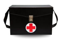 急救工具箱子在白色背景或被隔绝的背景中,急诊病例为支持医疗服务使用了援助箱子 免版税库存图片