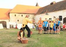 孩子的玩杂耍的竞争 免版税库存照片