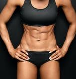 атлетическая красивейшая женщина Стоковые Фотографии RF