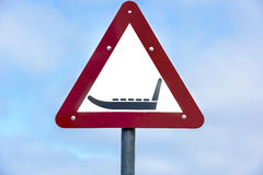 Σημάδι ελκήθρων προσοχής Στοκ φωτογραφίες με δικαίωμα ελεύθερης χρήσης