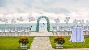 海滩婚礼曲拱 库存图片