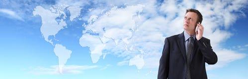 国际商人谈话在电话,全球性通信 免版税库存照片