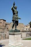 在罗马广场的罗马雕象 免版税库存图片