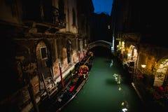 美丽的水街道在晚上大运河在威尼斯,意大利 库存照片