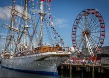 贝尔法斯特靠码头高船和弗累斯大转轮 库存图片