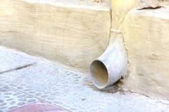 多灰尘的雨水流失 免版税库存图片