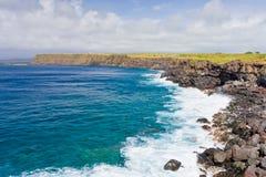 大岛,夏威夷岩石海岸线  免版税库存图片