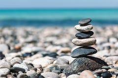 禅宗平衡的石头堆 库存照片
