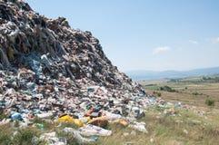 在领域附近的极大的垃圾波浪 图库摄影