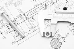螺栓、坚果和轮尺在图画 免版税图库摄影
