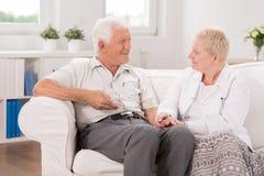 Старый мужчина имея профессиональную заботу Стоковое фото RF