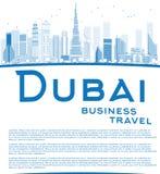 概述迪拜与蓝色摩天大楼的市地平线并且复制空间 库存照片