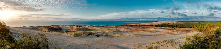 Панорамный взгляд дюн и Балтийского моря Стоковые Фотографии RF