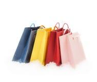 站立在雪的五颜六色的礼物包裹 免版税库存图片