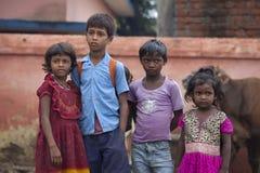 愉快的印地安小学生 免版税库存图片