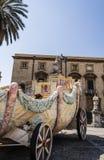 无盖货车在大教堂附近的圣诞老人罗莎莉巴勒莫的,西西里岛,意大利 免版税库存照片