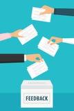 拿着反馈纸和放他们的人们入投票箱 库存照片