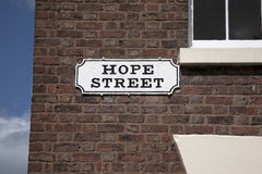 Знак улицы надежды на красной кирпичной стене, Ливерпуле Стоковые Фото