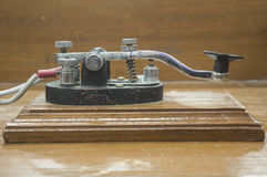 老莫尔斯电报键通信机 免版税库存照片