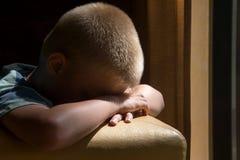 Унылый ребенок осадки Стоковое Фото