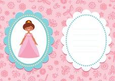 与逗人喜爱的棕色毛发的公主的桃红色生日贺卡 免版税库存照片
