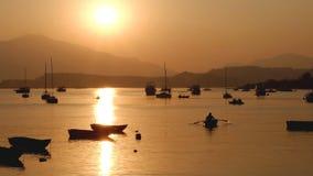 小船的一些阴影在日落前的 免版税图库摄影