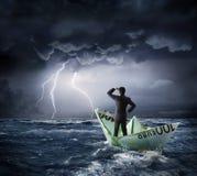 在危机的欧洲小船-投资风险 库存照片
