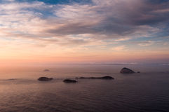 Ωκεάνια άποψη από την ανατολή με τα νησιά στον ορίζοντα Στοκ Εικόνα