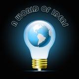 与地球的发光的蓝色电灯泡 电灯泡光想法 免版税库存照片