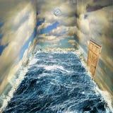 海和天空超现实的室,困住在时间梦想  免版税库存图片