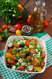 τα φρέσκα ελληνικά απομόνωσαν το λευκό λαχανικών σαλάτας μονοπατιών Στοκ Εικόνες