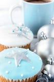 圣诞节杯形蛋糕用热的饮料 库存照片