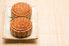 越南语-中国中间秋天节日食物月饼传统蛋糕  免版税库存照片