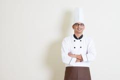 制服的英俊的印地安男性厨师 免版税库存照片