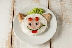 从米和炸肉排的猪在板材 免版税图库摄影