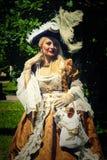 威尼斯式服装的成人白肤金发的妇女 室外 免版税图库摄影