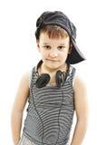 小节目播音员 有耳机的滑稽的微笑的男孩 库存照片