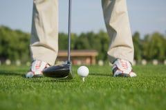 γκολφ σφαιρών που χτυπά την κίνηση σιδήρου Στοκ φωτογραφίες με δικαίωμα ελεύθερης χρήσης