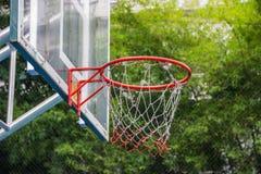 Обруч баскетбола в парке Стоковая Фотография RF