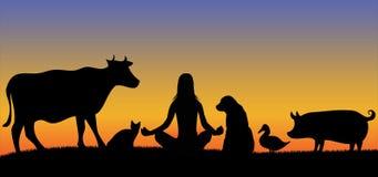 妇女剪影有许多动物的 免版税库存照片